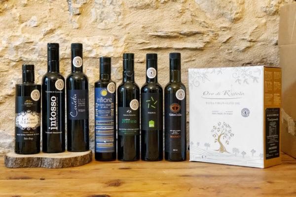 Le bottiglie d'olio d'oliva Leone D'Oro scelta per Olioveto